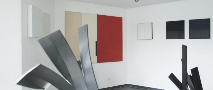 Les œuvres d'Etienne Viard sont mises en dialogue avec les œuvres de l´artiste luxembourgeois Nico Thurm.
